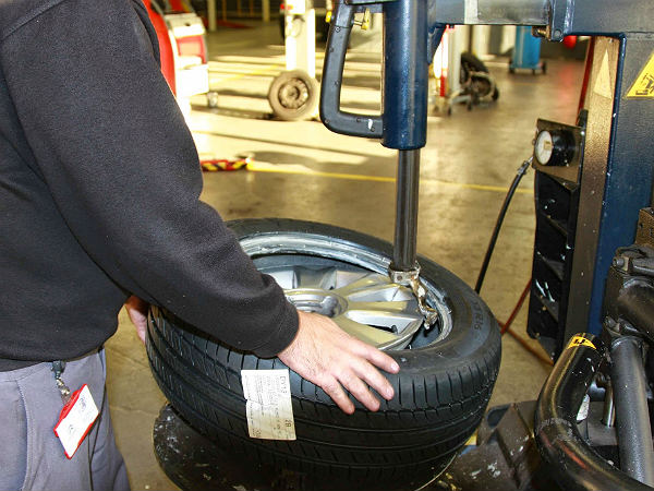 Know everything about tubeless tyres – Tubeless Tyres advantages and disadvantages
